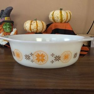 Vintage Pyrex town and county 1.5qt dish w/out lid